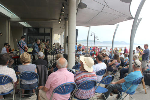 Crowds pictured on the seafront during Jazz Jurassica