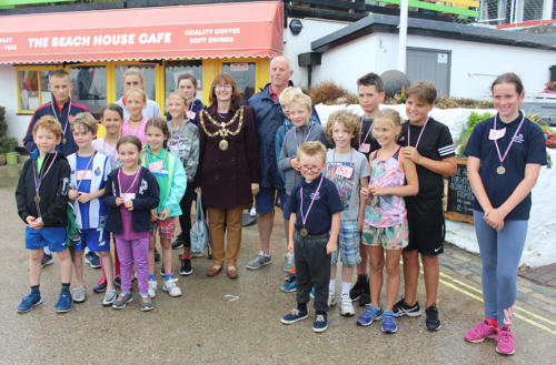 Mayor Michaela Ellis pictured with fun run entrants