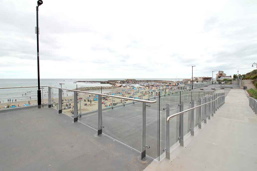 Seafront roof glass balustrade